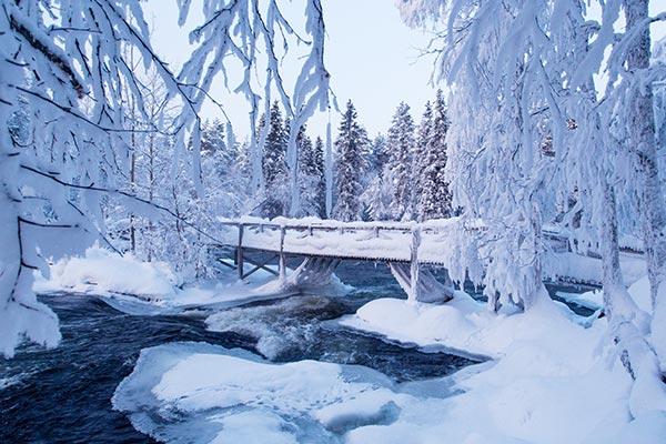 Ice-Jam-under-snowy-bridge